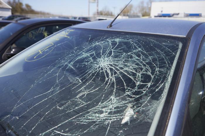 Stop windshield crack lg